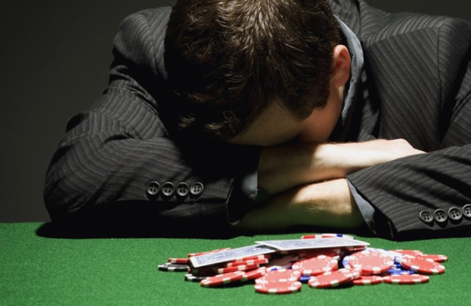 муж играет в казино что делать